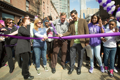 Thousands of New Yorkers Unite for the New York City Walk to End Lupus Now(TM). (PRNewsFoto/Lupus Foundation of  ...