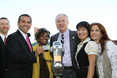 Mayor Villaraigosa and other Los Angeles city officials announce the completion of the installation of 10,000 new IPS Group, Inc. parking meters.  (PRNewsFoto/IPS Group, Inc.)