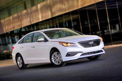 2015 Sonata Eco Delivers Class-Leading Estimated 32 MPG Combined Fuel Economy And Premium Driving Experience (PRNewsFoto/Hyundai Motor America)
