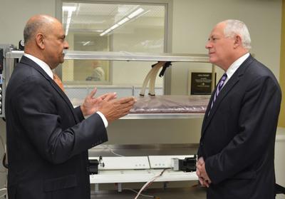 Illinois Governor Pat Quinn visiting Dr. Niazi's research laboratory.  (PRNewsFoto/Ghalib Academy of America)