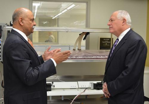 Illinois Governor Pat Quinn visiting Dr. Niazi's research laboratory.  (PRNewsFoto/Ghalib Academy of ...