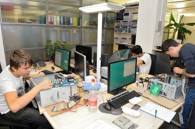 Noser Young Professional ICT Lehrlinge bei der Ausbildung in Zuerich (PRNewsFoto/Noser Engineering AG)