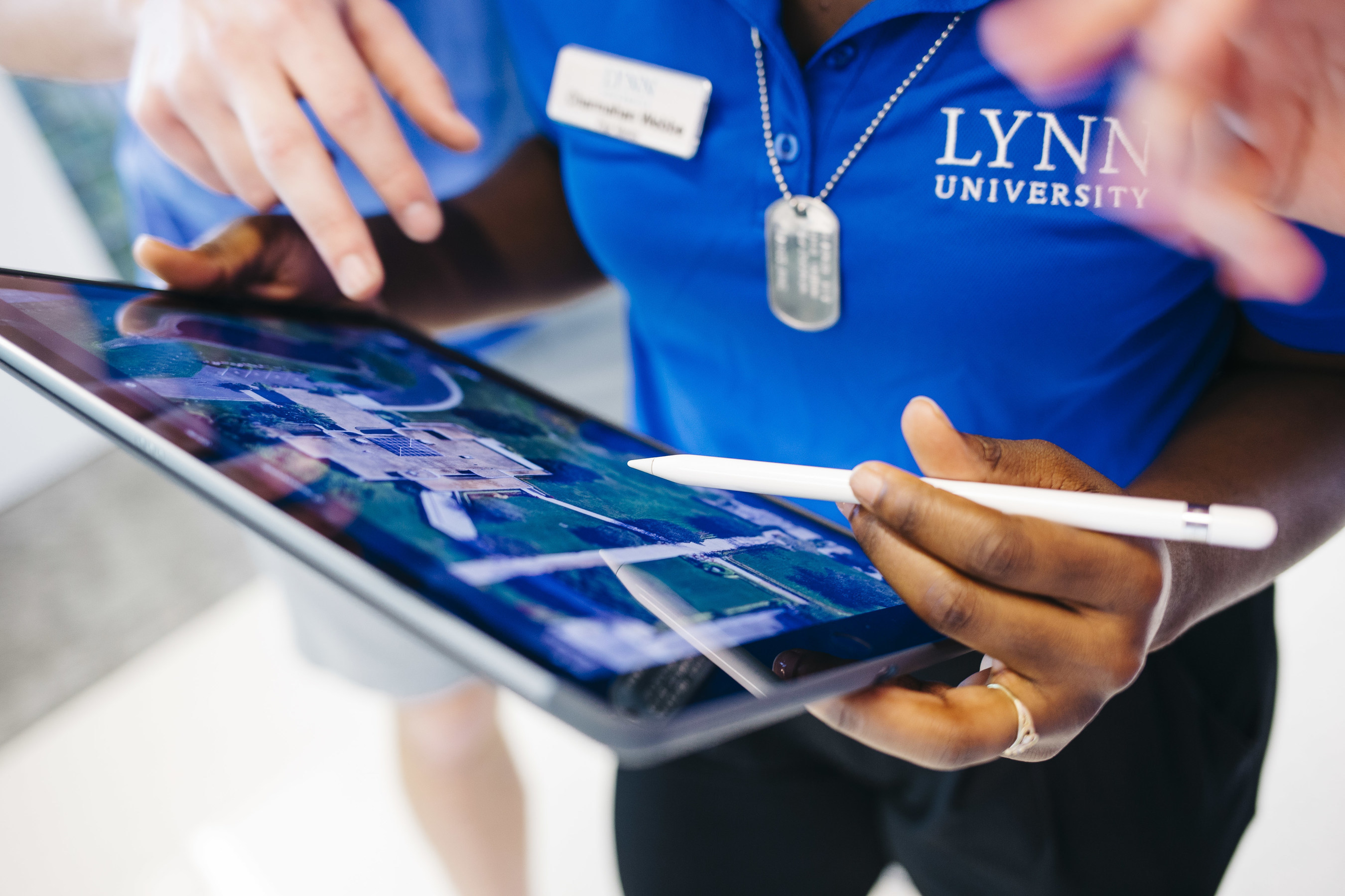 Lynn University students and faculty experience iPad Pro and Apple Pencil as learning tools for the first time.