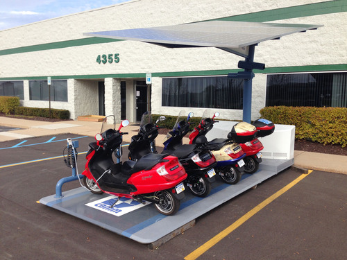 Current Motor's first-to-market, self-contained Mini-fleet includes four 100% Electric Super Scooters, Telematics system accessible from most mobile devices, and a Mobile Solar charging station. It is a perfect addition to business, campus, police or municipal fleets. Includes custom branding and installation. All you need to add is sunshine. No added fuel costs. (PRNewsFoto/Current Motor) (PRNewsFoto/CURRENT MOTOR)