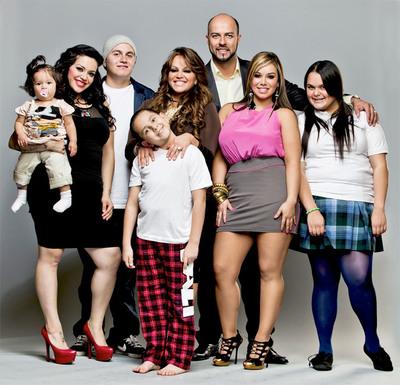 "Jenni Rivera and family from ""I Love Jenni"". (PRNewsFoto/mun2, Robson Muzel)"