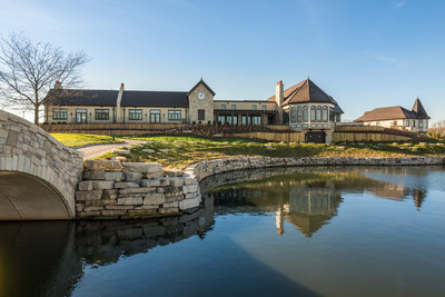 The brand new Mistwood Golf Clubhouse and McWethy's Tavern located just outside Chicago in Romeoville, IL is now open to the public.  The more than two-year, multi-million dollar transformation has created a world-class destination in the Midwest for the golf community and public to enjoy.  From wedding receptions, fundraisers, corporate meetings, and a Scottish-style links course, combined with award-winning culinary talent at McWethy's Tavern, the Clubhouse will attract people from across the country.