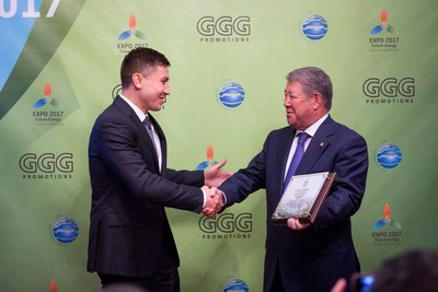 "CAPTION: Gennady Golovkin, the current WBA, IBO and IBF Middleweight champion, is receiving 'Astana EXPO-2017 Ambassador' certificate from Akhmetzhan Yessimov, Chairman of the Management Board of JSC National Company Astana EXPO-2017 / LEGENDE : Gennady Golovkine, le champion actuel de poids moyen de la WBA, l'IBO et l'IBF recoit le certificat d'""Ambassadeur de l'Astana EXPO-2017"" d'Akhmetzhan Yessimov, president du Conseil d'administration de la SA Societe nationale Astana EXPO-2017 / TITELZEILE: Gennady Golovkin, gegenwärtiger WBA, IBO und IBF Champion im Mittelgewicht, wird das Amt des 'Astana EXPO-2017 Gesandten' von Akhmetzhan Yessimov, dem Vorstandsvorsitzenden der JSC National Company Astana EXPO-2017, uebergeben (PRNewsFoto/JSC Astana EXPO-2017 Ambassador) (PRNewsFoto/JSC Astana EXPO-2017 Ambassador)"