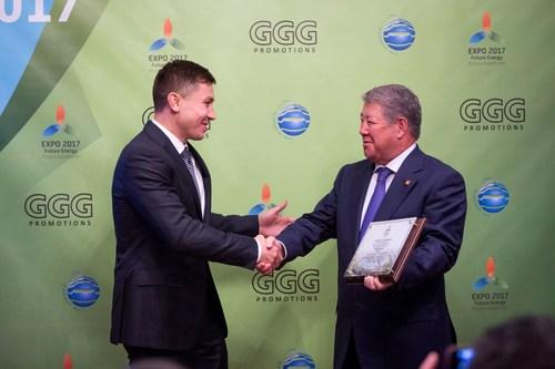 "CAPTION: Gennady Golovkin, the current WBA, IBO and IBF Middleweight champion, is receiving 'Astana EXPO-2017 Ambassador' certificate from Akhmetzhan Yessimov, Chairman of the Management Board of JSC National Company Astana EXPO-2017 / LEGENDE : Gennady Golovkine, le champion actuel de poids moyen de la WBA, l'IBO et l'IBF recoit le certificat d'""Ambassadeur de l'Astana EXPO-2017"" d'Akhmetzhan Yessimov, president du Conseil d'administration de la SA Societe nationale Astana EXPO-2017 / TITELZEILE: Gennady Golovkin, gegenwärtiger WBA, IBO und IBF Champion im Mittelgewicht, wird das Amt des 'Astana EXPO-2017 Gesandten' von Akhmetzhan Yessimov, dem Vorstandsvorsitzenden der JSC National Company Astana EXPO-2017, uebergeben (PRNewsFoto/JSC Astana EXPO-2017 Ambassador) (PRNewsFoto/JSC Astana EXPO-2017 Ambassador)"