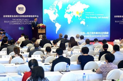 """JUMORE CEO Lu Hongxiang introduces JUMORE's new E-commerce model to the diplomatic envoys and business representatives from the countries included in China's """"One Belt, One Road"""" strategy"""