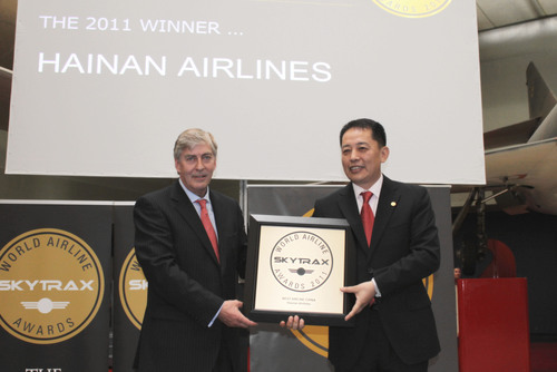 "SKYTRAX President Edward Plaisted awarded Cheng Ming, president of Hainan Airlines the title ""Best Airline ..."