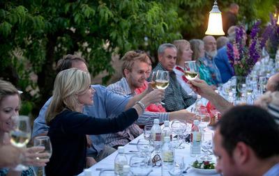 Outdoor dining is a popular activity for visitors to Mesa, Ariz.  (PRNewsFoto/VISIT MESA)
