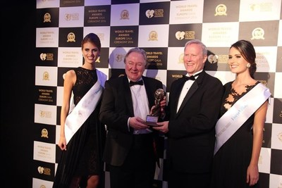 David McKay (second from right), Vice President Product Marketing, accepts Europe's Leading Travel Club at World Travel Awards gala September 4.
