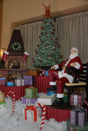 Walt Disney World Swan and Dolphin Hotel Unveils Life-Size Chocolate Santa Sculpture for Holiday