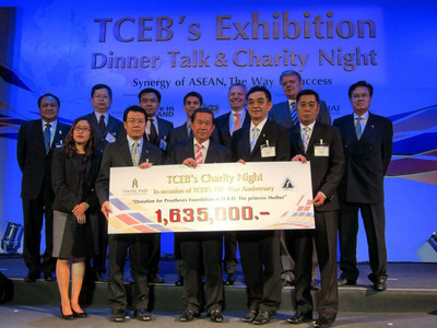Nucharin Paradeevisut (first from left in the front row), General Manager of UBM Asia (Thailand) joined the exhibition industry at TCEB Charity Night.  (PRNewsFoto/UBM Asia)