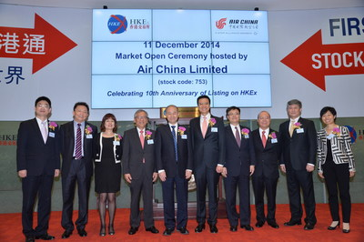 The management of Air China and representatives from Cathay Pacific to congratulate Air China on the 10th anniversary of its listing during the market opening ceremony at the Stock Exchange of Hong Kong.