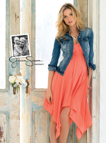 A look from the Jessica Simpson(R) Maternity Spring 2013 collection. Dress, $59.00 and Denim Jacket, $69.00, available at select Destination Maternity(R), Motherhood(R) Maternity, and Macy's(R) stores in February. (PRNewsFoto/Destination Maternity Corporation) (PRNewsFoto/DESTINATION MATERNITY CORP)