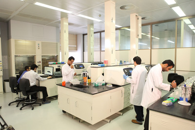 Saudi Human Genome Program lab at King Abdulaziz City for Science and Technology, Riyadh, Saudi Arabia.  (PRNewsFoto/Life Technologies Corporation)