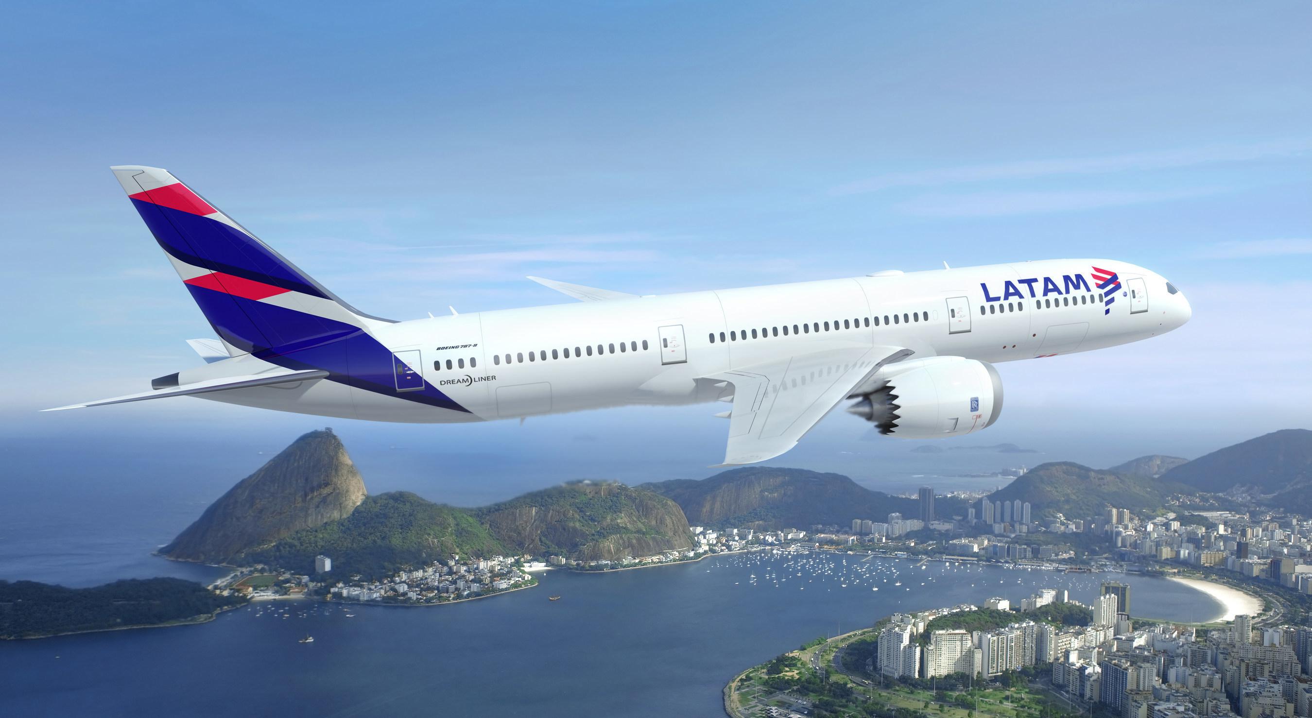 LATAM 787-9 over Rio