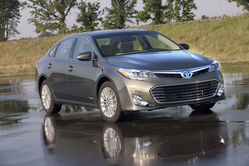 "TOYOTA AVALON HYBRID NAMED 2013 ""BEST GREEN CAR"" AT ATLANTA INTERNATIONAL AUTO SHOW.  (PRNewsFoto/Toyota)"