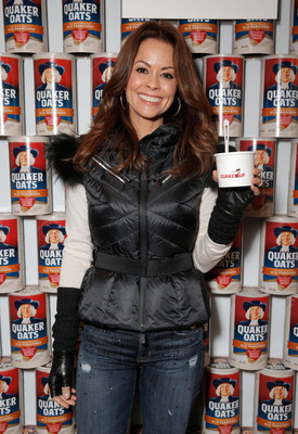 Brooke Burke-Charvet enjoying an oatmeal breakfast at the Quaker Good Energy Lodge at 2014 Sundance Film Festival on Jan. 17, 2014 (Photo by Todd Williamson/Invision/AP).  (PRNewsFoto/The Quaker Oats Company)