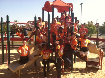 Joe's Crab Shack team members rallied to help end childhood hunger.  (PRNewsFoto/Joe's Crab Shack)