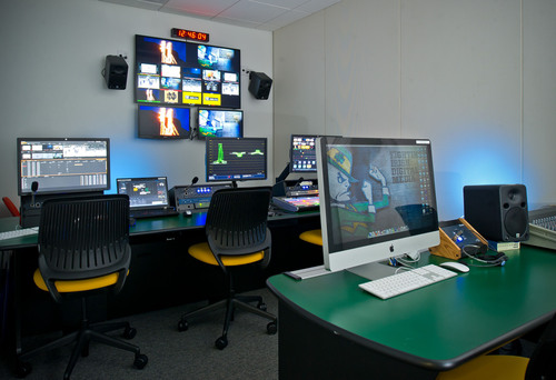 University of Notre Dame's new Fighting Irish Digital Media production facility uses Telestream Pipeline SDI video capture device and Vantage video transcoding workflow automation products to speed game highlights.  (PRNewsFoto/Telestream)