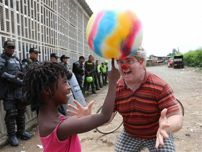 In Colombia, a clown troupe visits a rural village that was scheduled to be razed. Peaceful intervention efforts, like the spinning ball trick, lowered tensions and opened dialogue between the villagers and police.