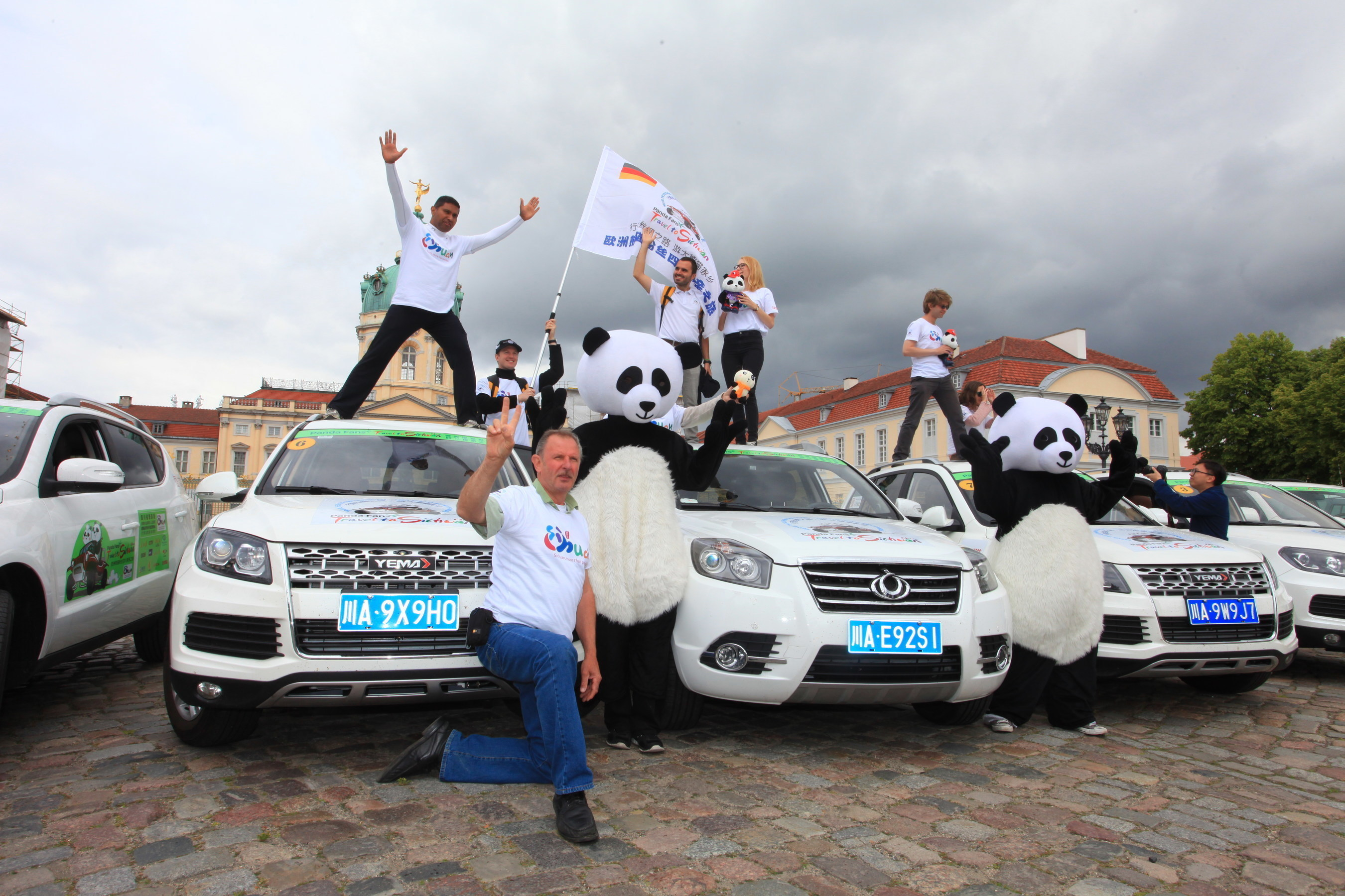 """The European fans of giant panda and the SUVs """"made in Chengdu"""" made their stage poses in Charlottenburg Palace  ..."""