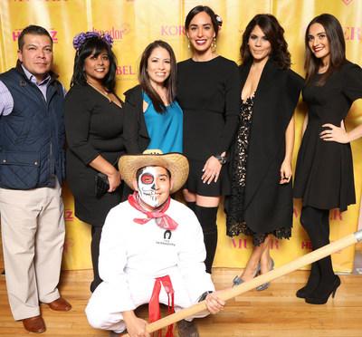 """Patrocinadores del evento (izquierda a derecha): Jeronimo Rodriguez, director de mercadeo de campo de Brown-Forman; Veronica Viviana Wilson, editora adjunta de """"Siempre Mujer""""; Maria Sanchez Santiago, directora de mercadeo internacional de Ancestry; Ana Sofia Lanczyner, directora del Medio Oeste de la Oficina de Turismo de Mexico; Cristy Marrero, directora de contenidos del grupo Meredith Hispanic Media y editora en jefe de """"Siempre Mujer""""; y Elisa Velazquez, gerente de marca de HERDEZ(R) Brand en MegaMex Foods, posan con un embajador de la marca de tequila el Jimador (frente) en el baile del Dia de los Muertos """"Love Never Dies"""" en el National Museum of Mexican Art."""