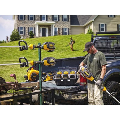 DEWALT(R) Continues to Expand 40V MAX* System for Landscapers