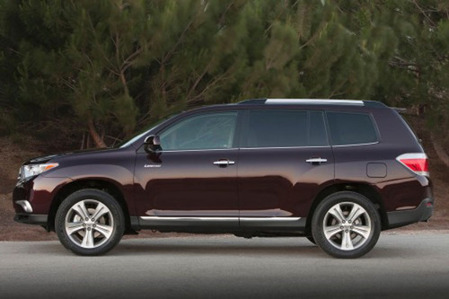 The new 2013 Toyota Highlander is in stock at Toyota of Naperville and has many new features and standard equipment plus an additional trim level.  (PRNewsFoto/Toyota of Naperville)