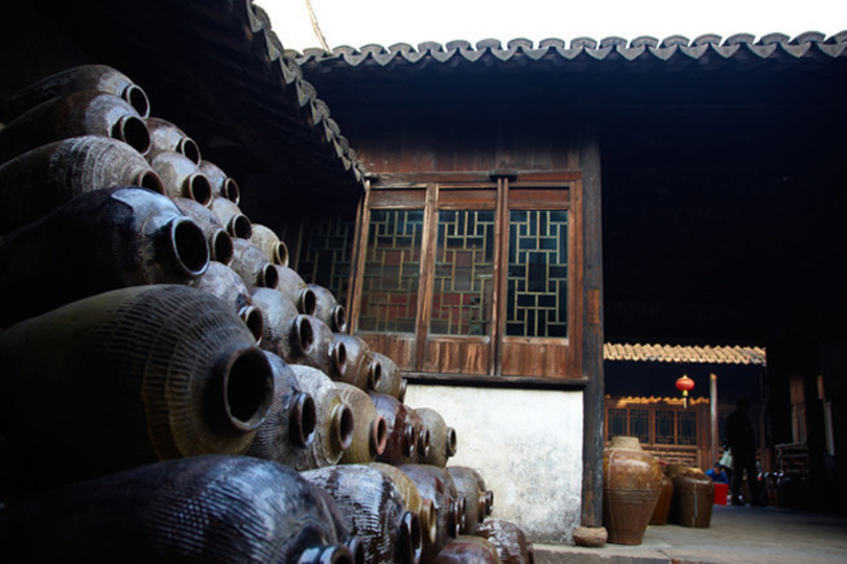 Zhouzhuang's historic folk liquor distillery brews yellow rice wine and history