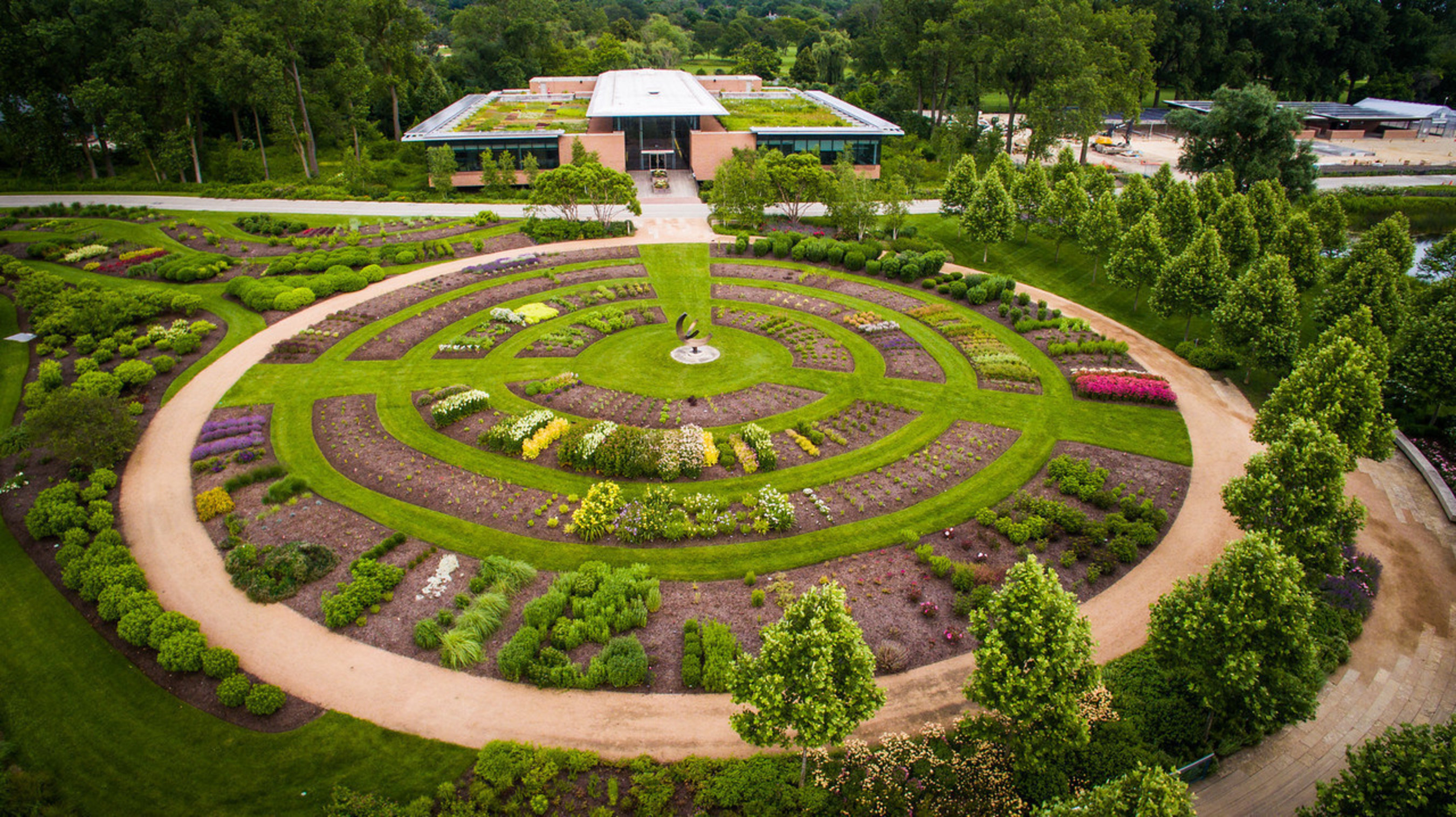 The largest study in USA of green roof plants, released by the Chicago Botanic Garden.  Overview of 16,000 square-foot green roof garden at the Glencoe-based Garden.
