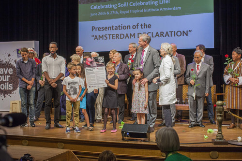 "Eight year old Meike from the Netherlands holds the ""Amsterdam Declaration"" while 20-year-old Nyakallo Makgoba asks the delegates to take care of the soil. (PRNewsFoto/Nature & More / Save Our Soils) (PRNewsFoto/Nature & More / Save Our Soils)"