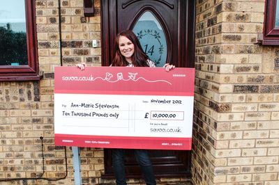 Annie Stevenson, the UK's Smartest Shopper, with her cheque for £10,000 from Savoo.co.uk