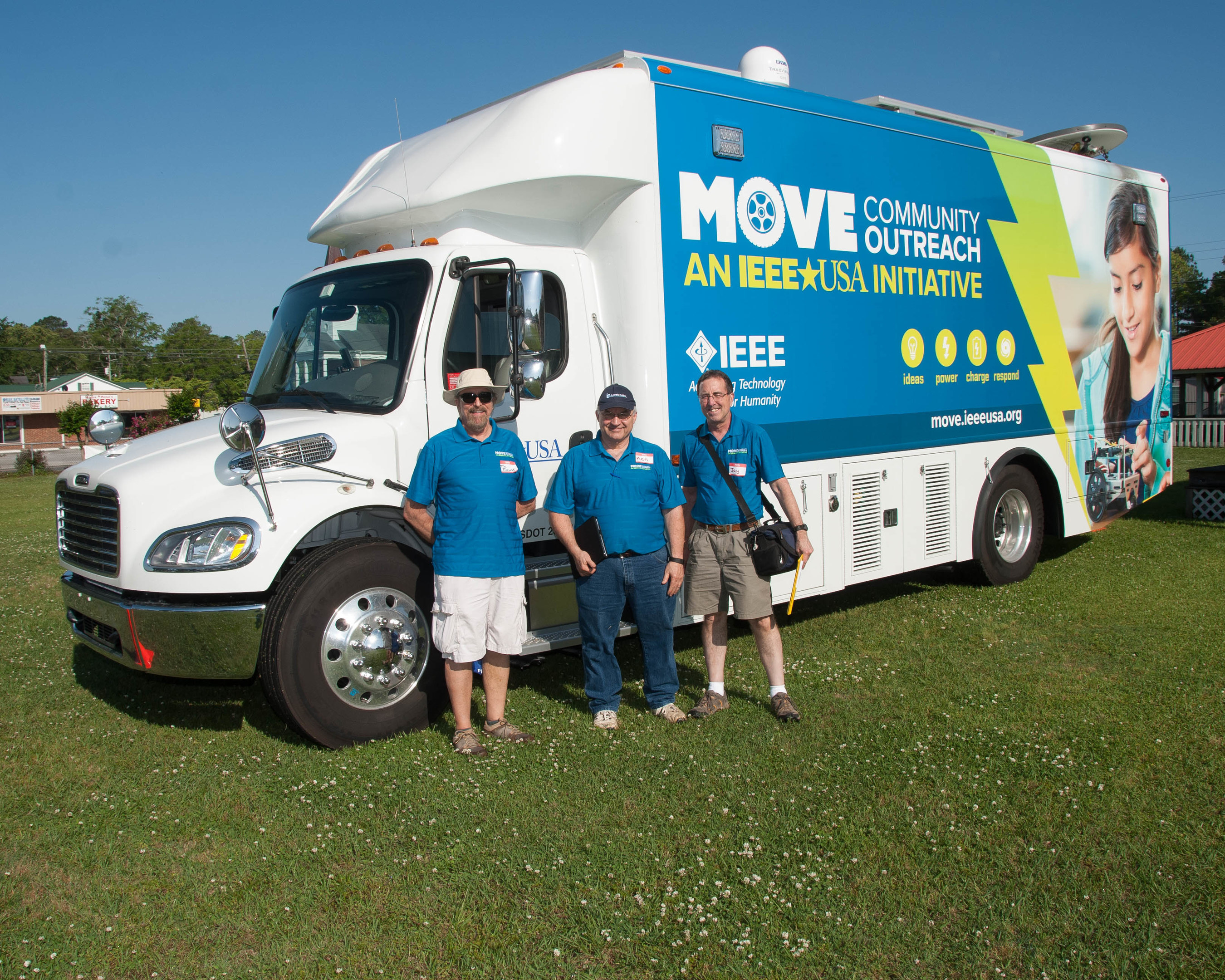 IEEE-USA's Mobile Outreach Vehicle is bringing temporary power and Internet access to West Virginia flood victims.