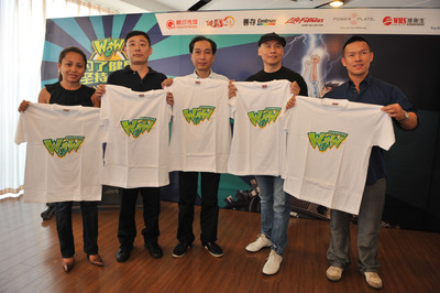 Founder and Chairman of Touchmedia, Micky Fung with Life Fitness, Power Plate, Fit Stop and World Health Store partners cheer up for lucky passengers who took up the WOW 45 day challenge of Mr. and Miss WOW Campaign.  (PRNewsFoto/Touchmedia)
