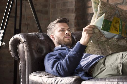 """TIMBERLAND(R) MARK MAKERS: âeuro˜2 Days 1 Bag, The Road Tripâeuro(TM)âeuro"""" S15 In the UK, outdoor lifestyle brand Timberland(R) have partnered with TV presenter Rick Edwards to take a trip across the English Channel to the Isle of Wight. (PRNewsFoto/Timberland)"""