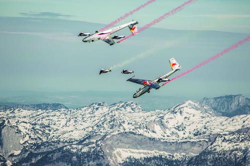 Wingsuit daredevils achieve world-first