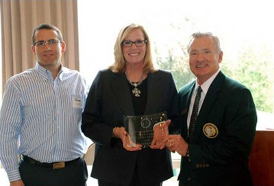 Royal Oaks Country Club receives award for Facility of the Year.  (PRNewsFoto/Royal Oaks Country Club/Pacific Cascade Corporation)