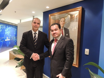 Tony Gusmao, CEO of Lockton Brazil (left) and Nicholas Weiser, CEO and co-founder of VIS (right) shake hands as VIS officially joins Lockton Brazil.