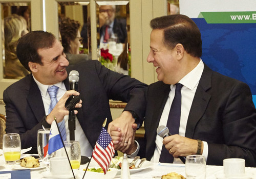 Kerry Adler, SkyPower President and Chief Executive Officer, and Panamanian President Juan Carlos Varela shake hands at the breakfast announcement in New York. (PRNewsFoto/SkyPower)