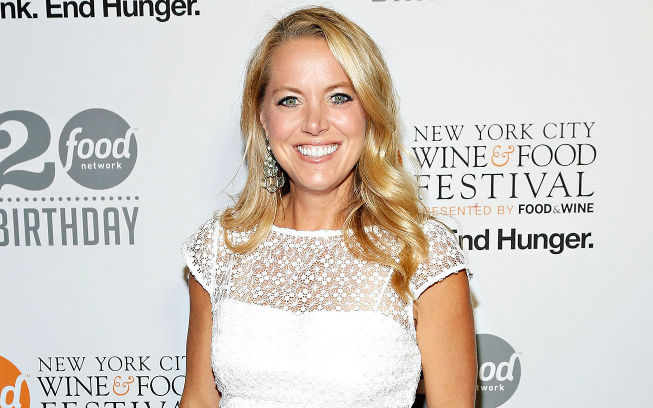 TV host, best-selling author, and mom Melissa d'Arabian is partnering with Home Instead Senior Care (http://www.homeinstead.com/) to encourage families to take the Sunday Dinner Pledge (http://www.sundaydinnerpledge.com/). For each pledge made at SundayDinnerPledge.com, the Home Instead Senior Care Foundation (https://www.homeinsteadseniorcarefoundation.org/) will be donating $1 to Meals on Wheels America (http://www.mealsonwheelsamerica.org/), up to $20,000. Visitors will also find resources to make hosting their own family meal even easier, including Melissa's recipes for fast, affordable, nutritious and delicious meals that all generations of the family will enjoy.