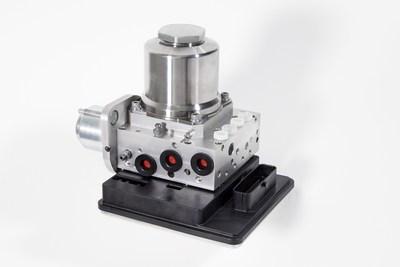 Sistema de control integrado de frenos de ZF TRW ha recibido su primer contrato de producción y será lanzado en alto volumen en 2018. Representa el futuro de la tecnología de frenado y ayuda a satisfacer las tendencias globales de la industria de CO (2) la eficiencia, la seguridad y la conducción automatizada.