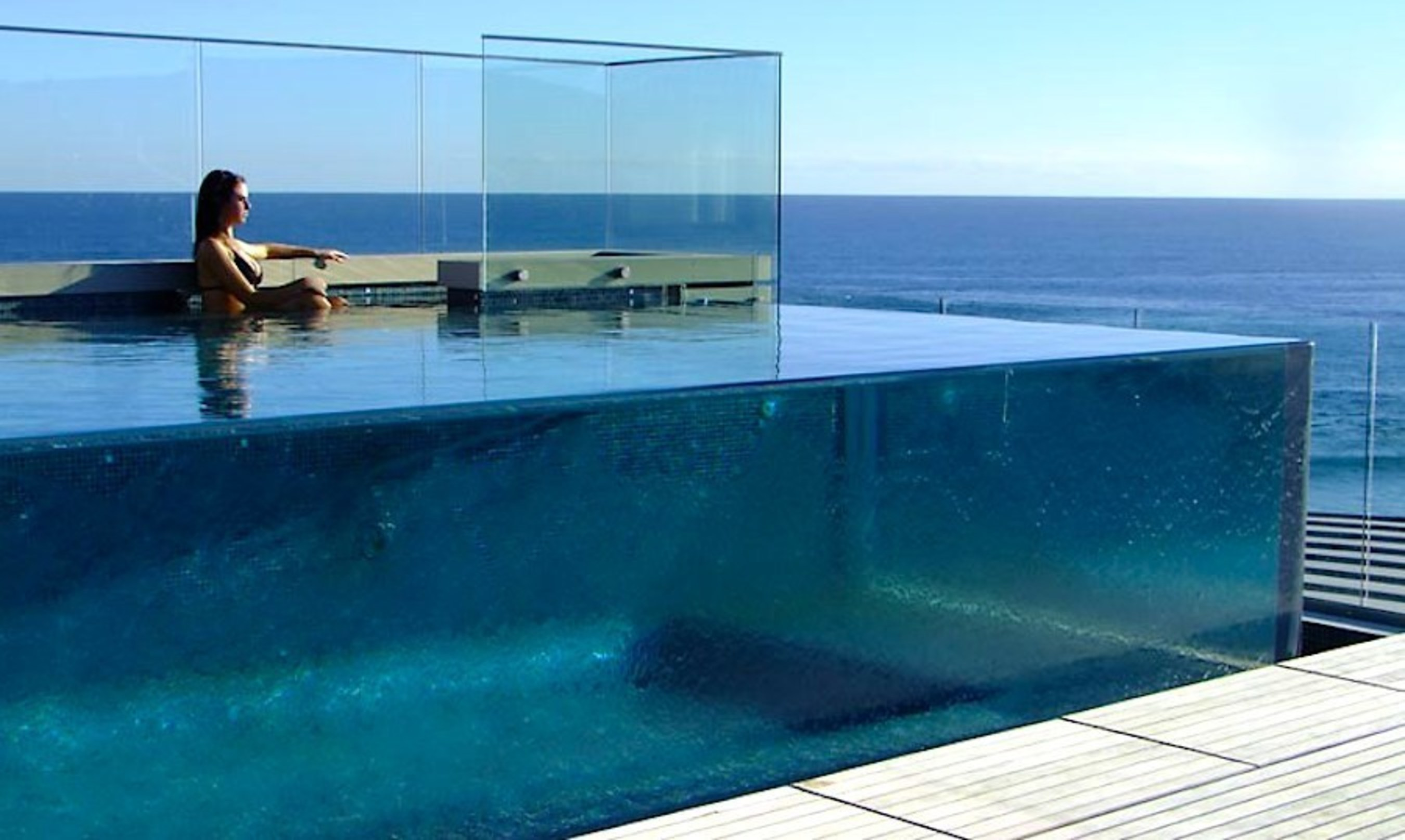 Seaquatic Aquariums Provides Industry Leading Highly Durable Swimming Pool Windows