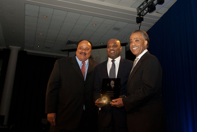 Lamell McMorris, pictured with Martin L. King, III and Reverend Al Sharpton, accepts the Keepers of the Dream Entrpreneurial Award.