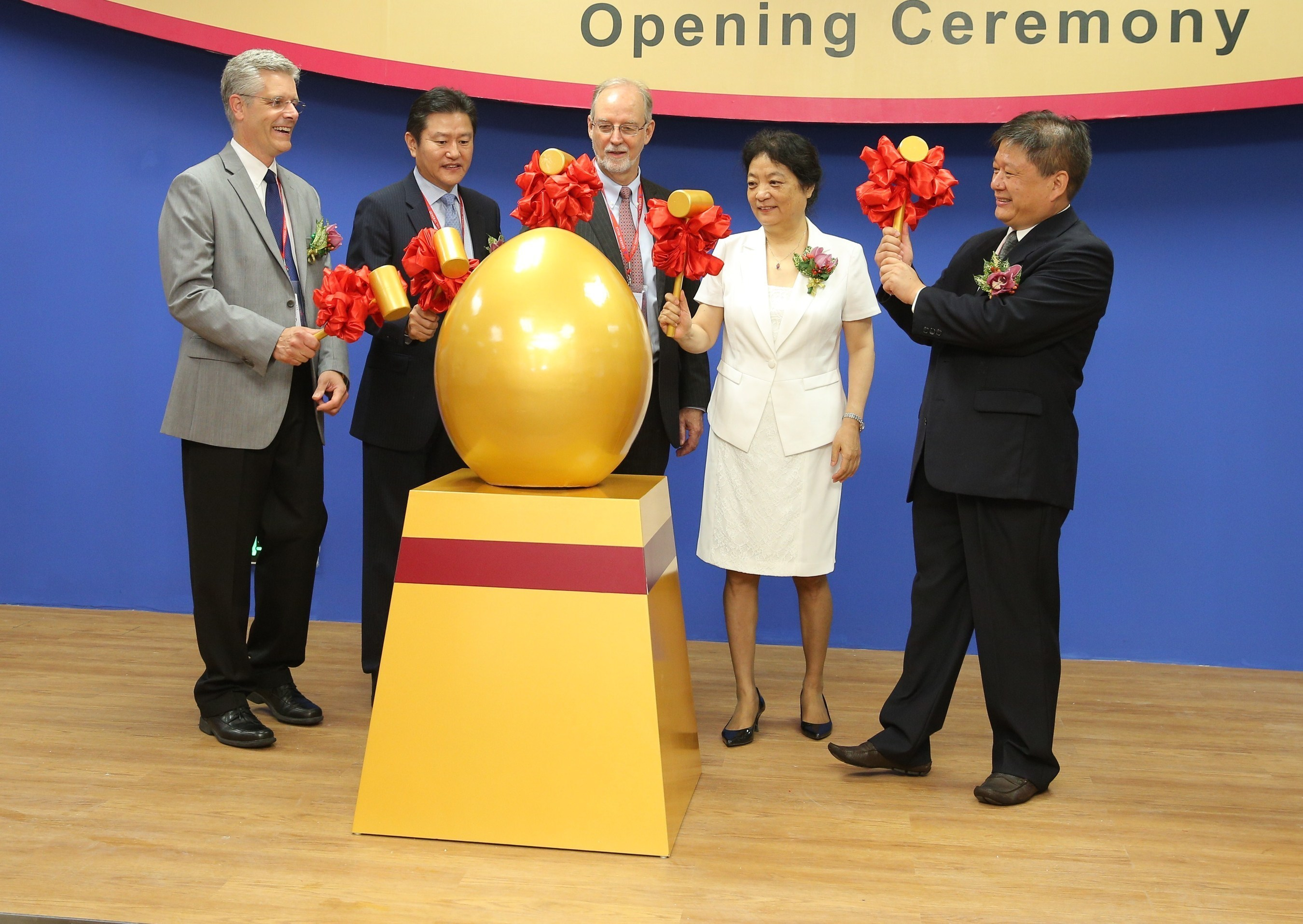 General Mills leaders and Chinese officials are ready to break a golden egg to symbolize the opening of the new General Mills innovation center in China.  Pictured from left to right: General Mills executive vice president and president of Innovation, Technology and Quality Peter Erickson, senior vice president and president of General Mills China, Gary Chu, General Mills Chairman and CEO Ken Powell, CIFST President Meng Suhe, and Sanlin Party Secretary Chu Mingchang. (PRNewsFoto/General Mills)