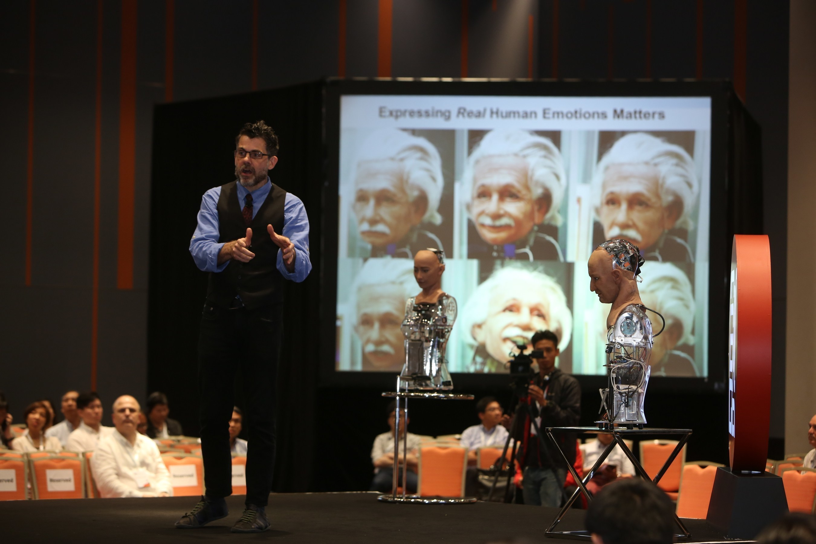 Not only can robots have emotions, they may even have compassion in the future. David Hanson, founder of Science Park partner company Hanson Robotics, showed the audience the vivid expressions and possibilities that Hans and Sophia the two humanoids his company developed have.