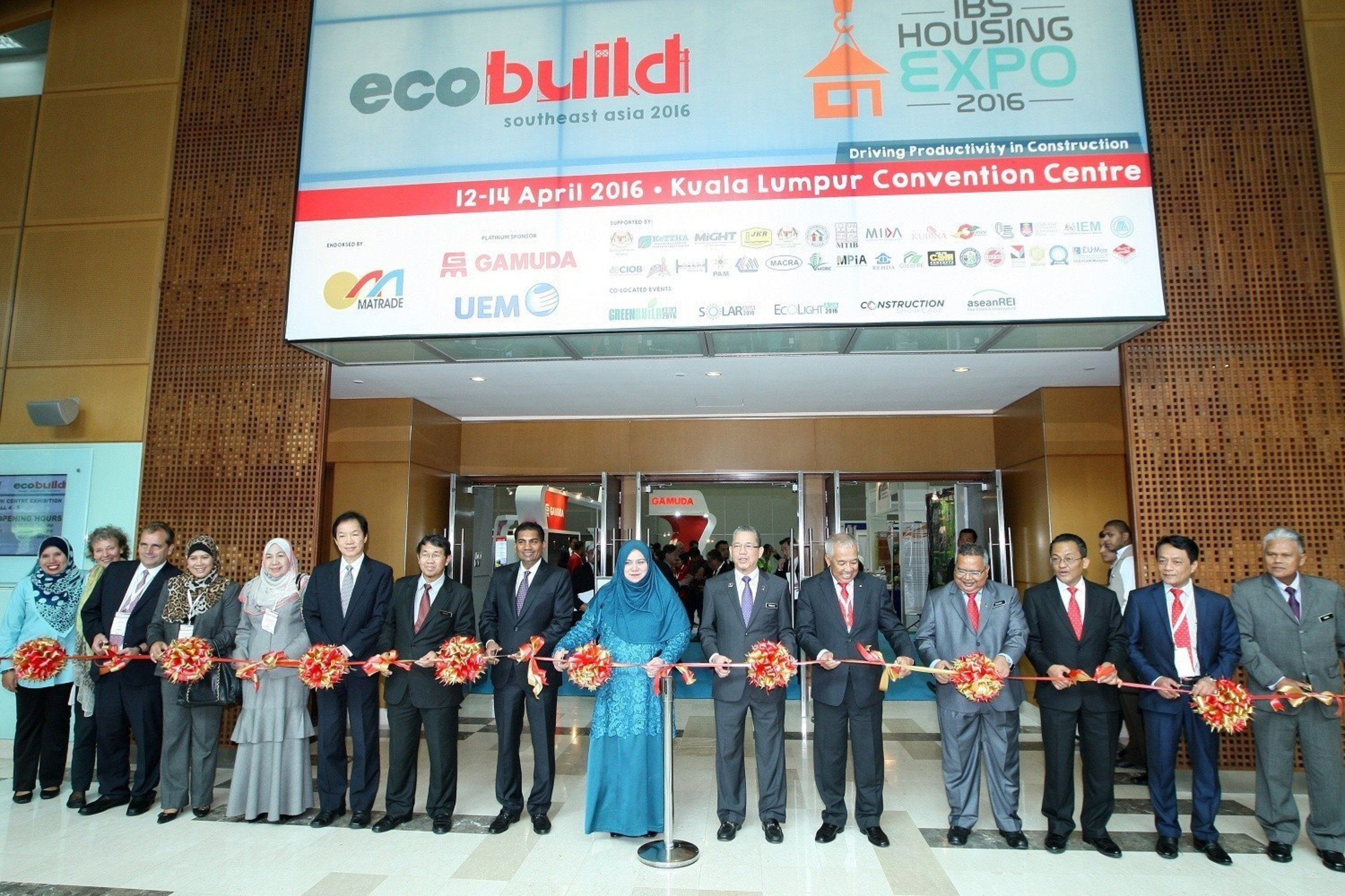 Ribbon cutting by Dato' Sri Haji Fadillah, Minister of Works Malaysia accompany by Datuk Rosnah, Deputy Minister of Work Malaysia, Dato' Sri Zohari, Sec. Gen. Ministry of Work, Tan Sri Dr. Ir. Ahmad Tajuddin Ali, Chairman of CIDB Malaysia, Dato' Ir. Ahmad 'Asri, CIDB Chief Executive, Mr. M Gandhi, Managing Director (ASEAN Business) of UBM Asia and other VIP entourage symbolises the official opening of the Ecobuild Southeast Asia 2016