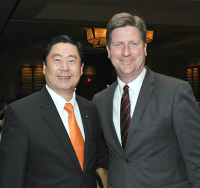 Dr. Allan Yang (pictured left), chief sustainability scientist for U-Haul International, with Phoenix Mayor Greg Stanton. Yang served Phoenix as a city commissioner and mayoral liaison during his November trip to Chengdu, China, while participating in the 2015 Global Innovation and Entrepreneurship Fair.